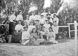 girls in the 1890s nevertheless played tennis