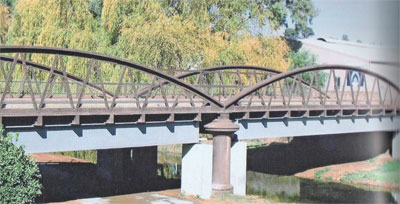 Kingston Street bridge showing the reinforcement of 2004