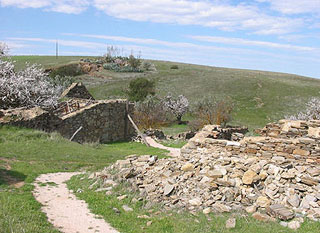 Ruins of Hampton, Burra, in 2004